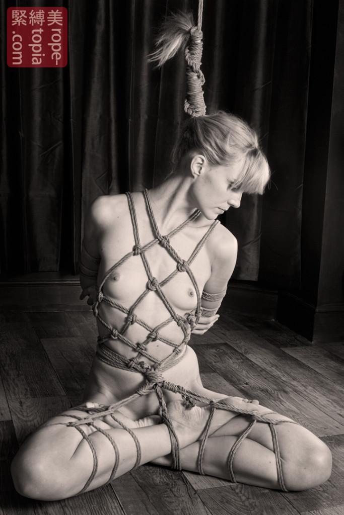 связанные девушки верёвкой фото